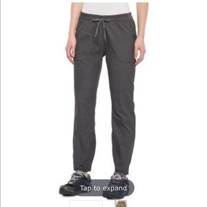 The North Face Pants - The North Face cropped leisure pants